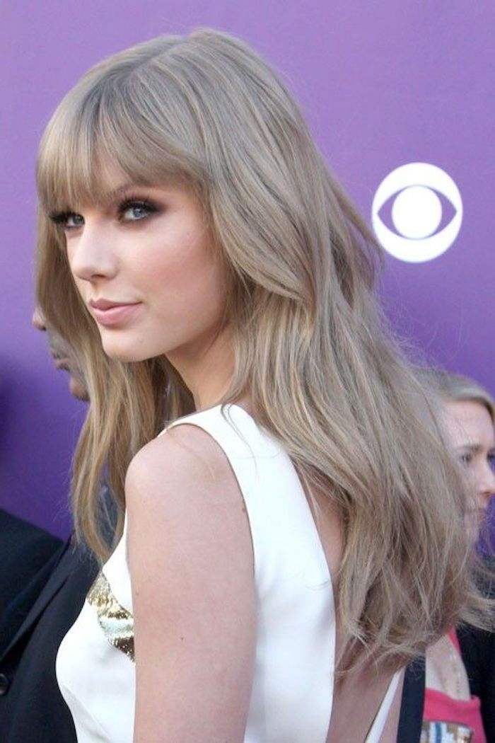 Taylor Swift with long ash blond, almost gray hair with pony hairstyle