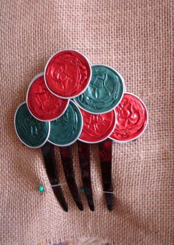 tinker-with-coffee capsules-jewelry-for-the-hair-in-red-and-green-color