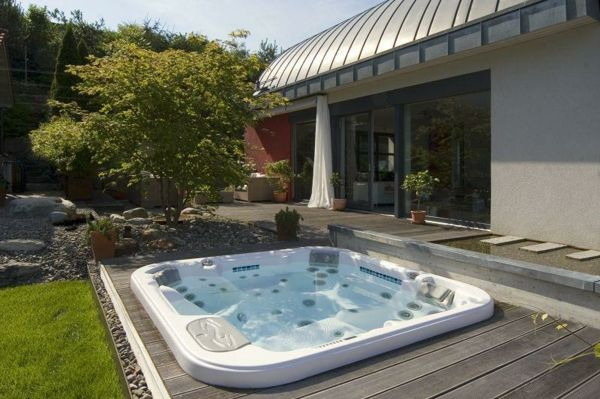 -The Garden with-a-cool-jacuzzi make