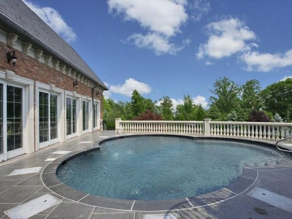-The Garden with-a-modern whirlpool make