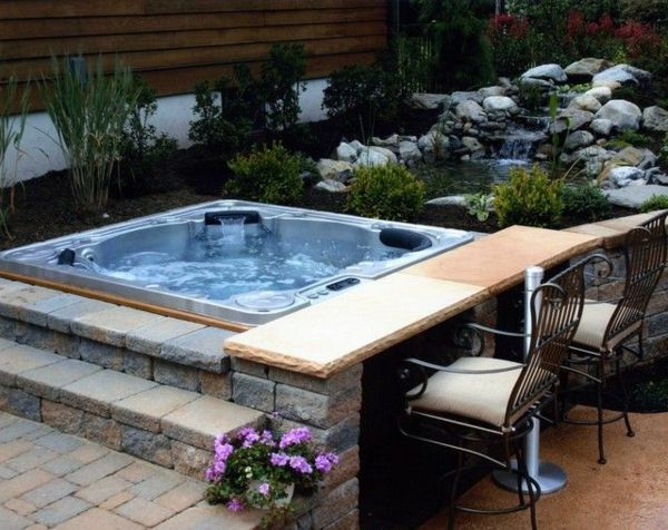A super-modern - square whirlpool in the garden