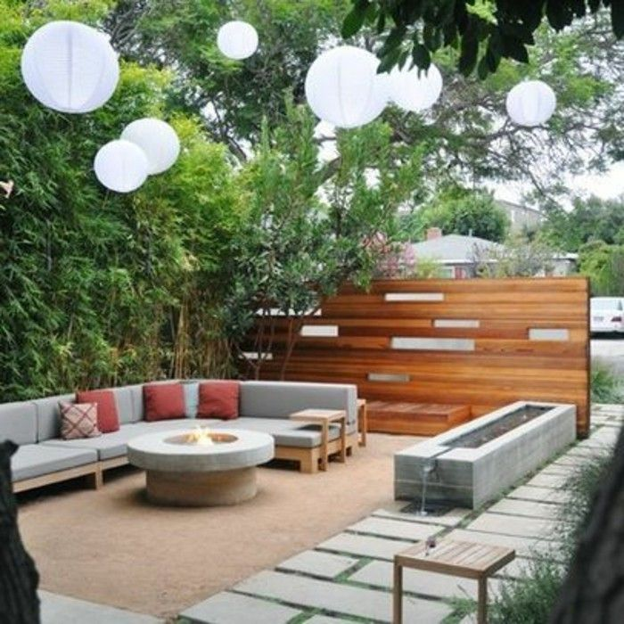 Garden design examples-sitting area-face protection-from-wood-