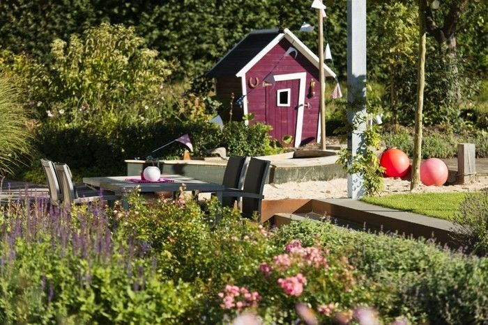 Landscaping Ideas-for-kids-on-modern exterior