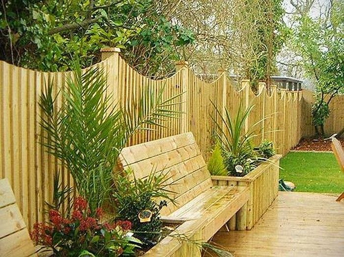 Fence-privacy-A-striking Deco