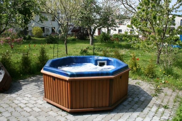 Design ideas-for-the-perfect-garden-with-a- Jacuzzi