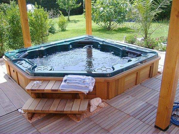 -Creation ideas-for-the-perfect-garden-with-a-whirlpool