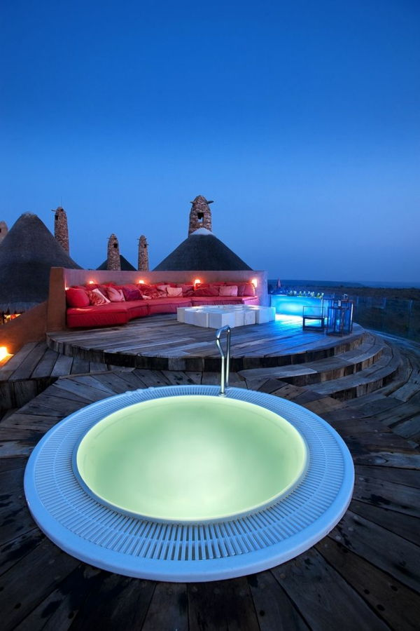 Design ideas-for-the-perfect-round-garden-with-a-jacuzzi