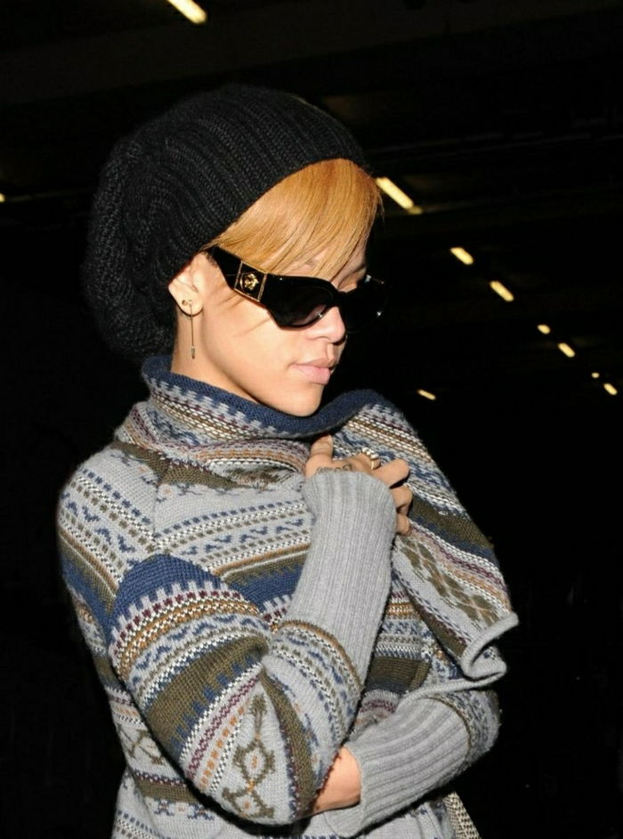 Rihanna-with-beautiful Versace Sunglasses