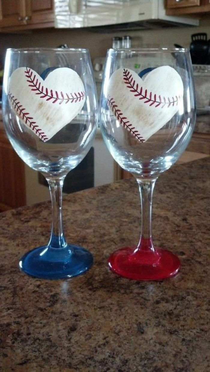 Red wine glasses-for-Liebespaaer-with-sporting art
