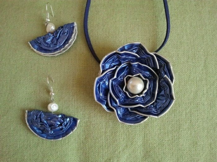 jewelry-off Nespresso capsules and blue-rose-than-necklace-and-blue earrings