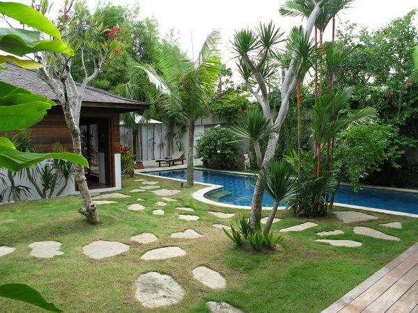 Villa Amore-garden design-with-pool-palms