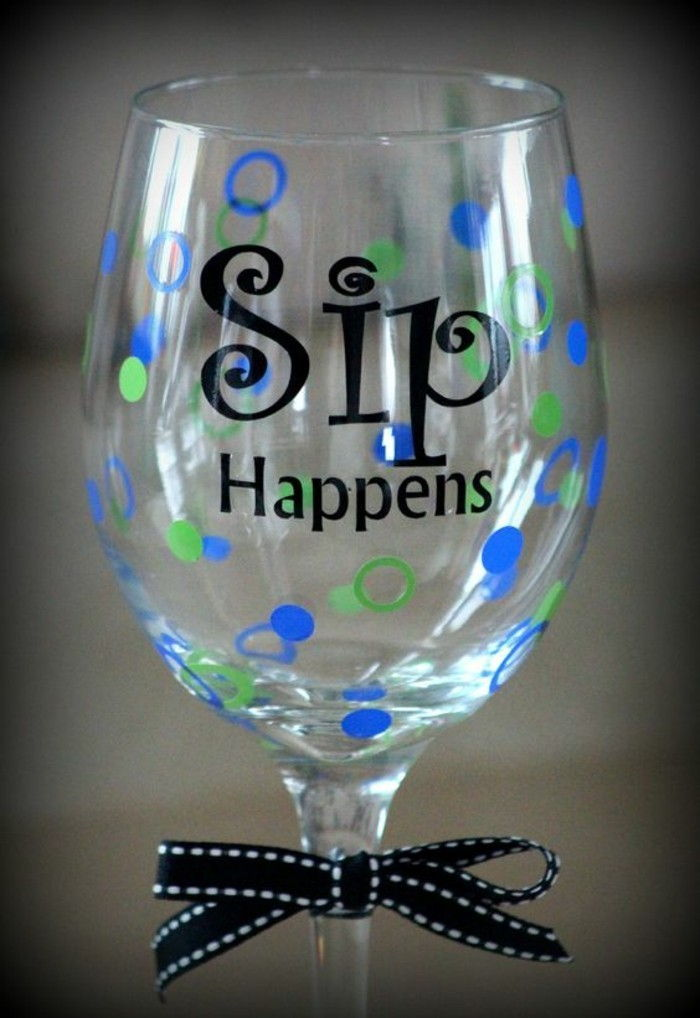 Wineglass with-funny-Sip Happens inscription