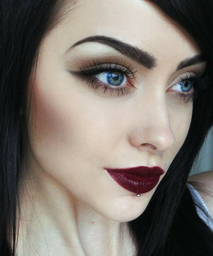 eye makeup drama look-make-up-make-up-in-dark-color female-to-red-blue-lipstick eye
