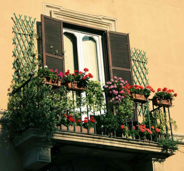 balcony-flowers-interesting-and-cool