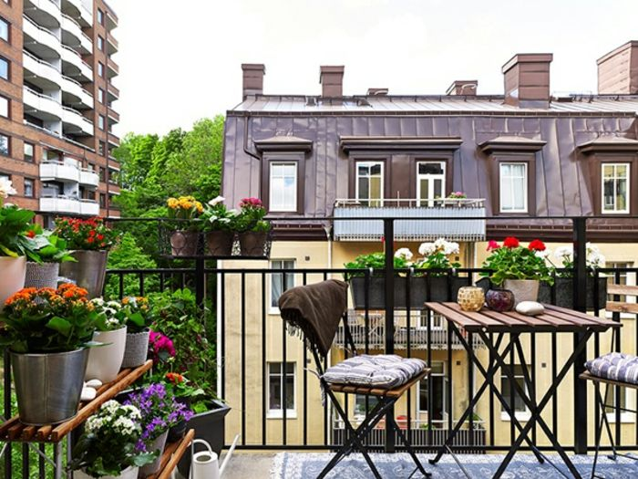 balcony-flowers-very-pleasant-ambiente