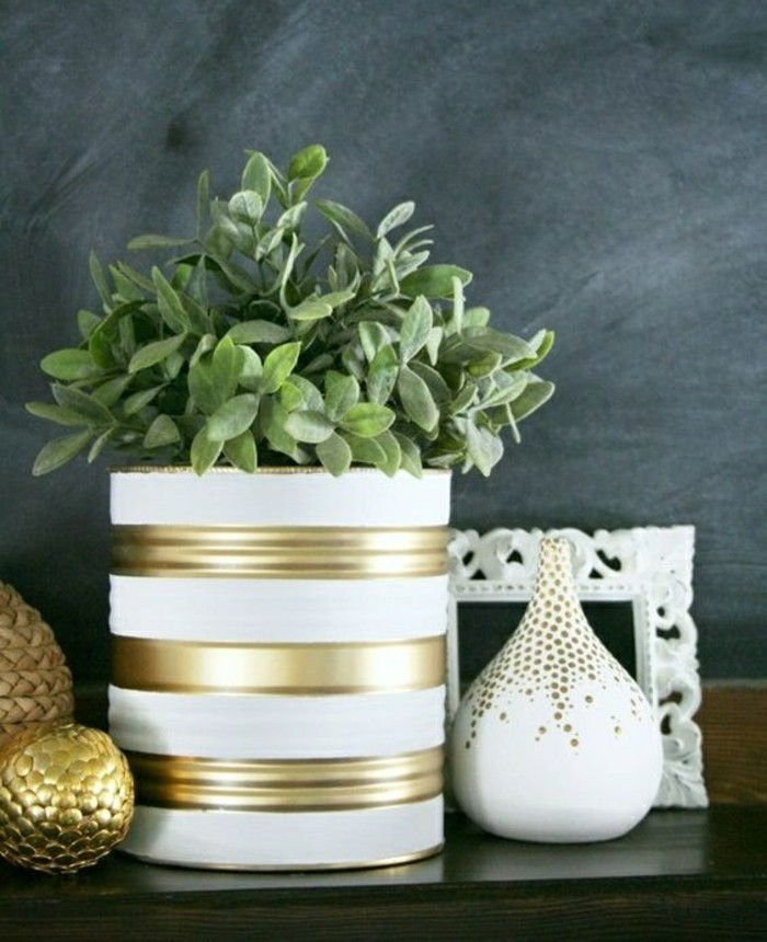 tinker-with-tin cans-flower pot-in-white-and-gold flower-vase Picture Frame Decorations