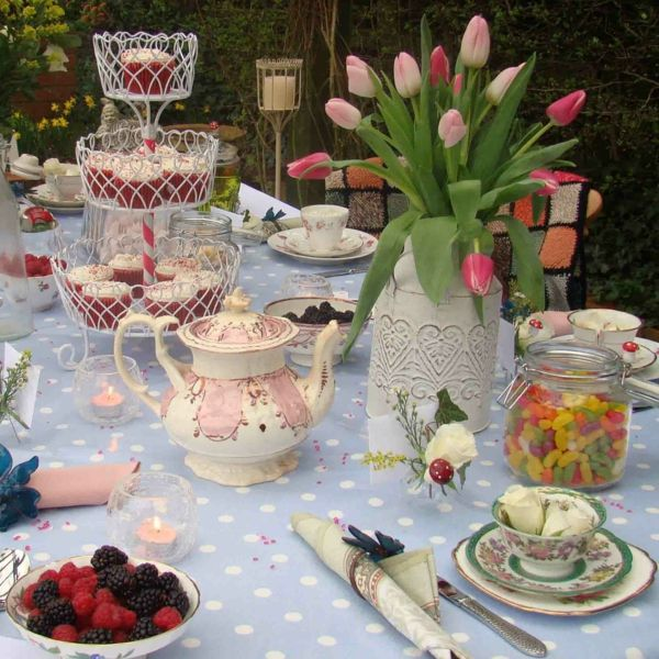 Blumendeko-by-the-garden-party deco-ideas - tischdeko