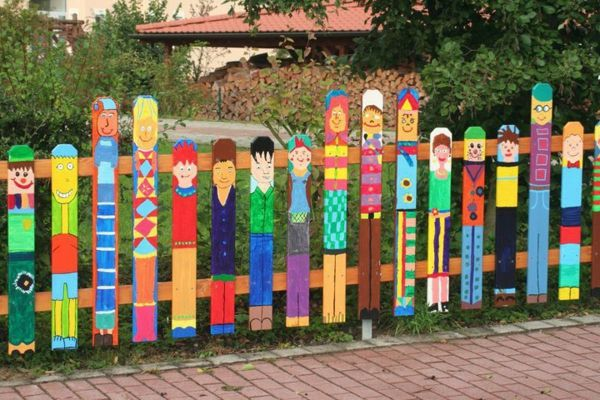 colorful-fence-funny-garden-eye-catching paintings