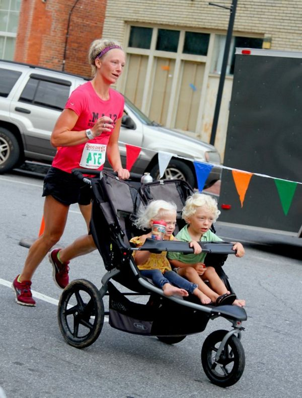 cool-photo-of-a-mother-with-two-kids-in-stroller-running-on-the-road