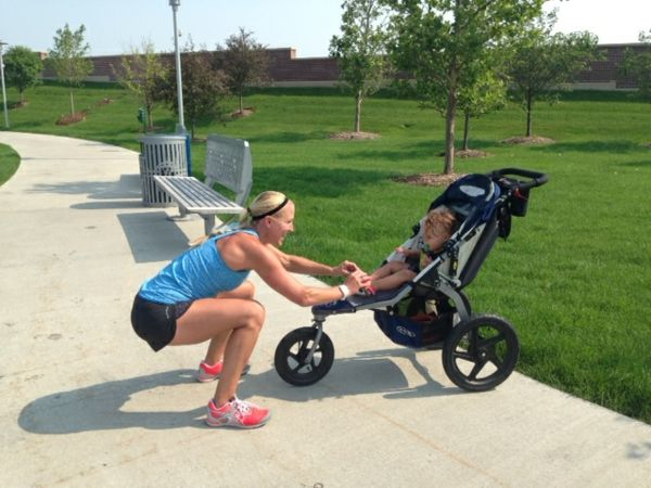a-cool-mom-makes-sporting-exercises-with-the-stroller-in-park