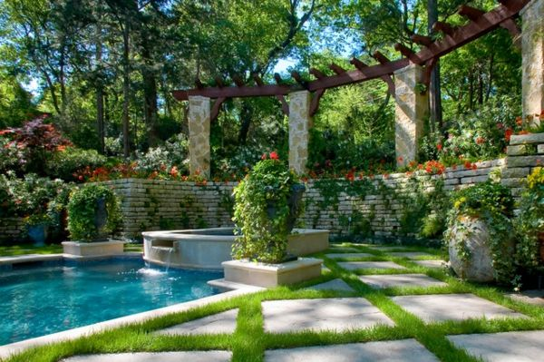 garden-pool-exotic-look - many green plants