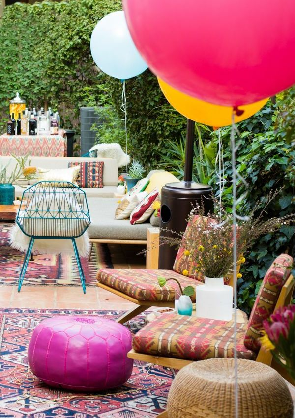 Gartendeko-ideas-for-a-fascinating-party-in-garden-ballons