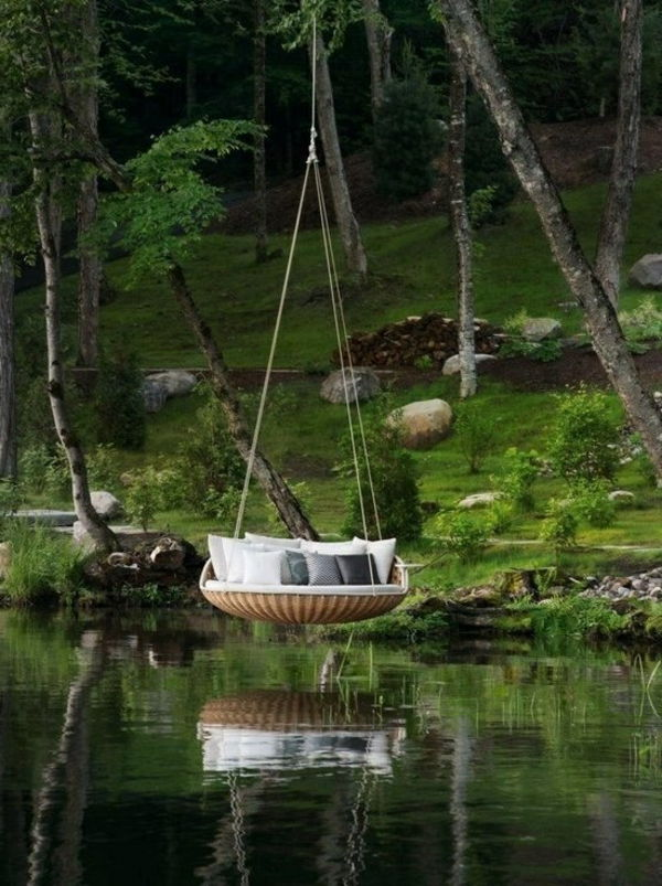 the-water-have-an-hanging bed