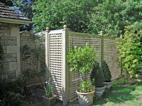 plastic privacy fence - modern design