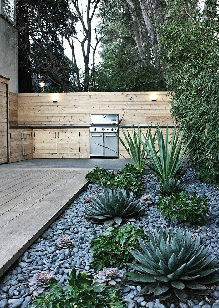 modern-landscaping-to-grill-wood-face protection