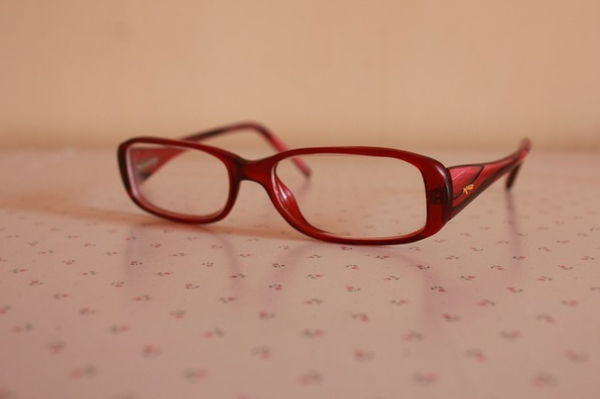 fashionable-trendy eyeglasses-glasses-cheap-glasses-cleaning-glasses frame-in-red