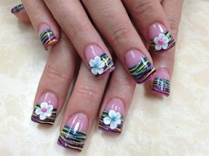 nageldesign-look with-flowers-beautiful-