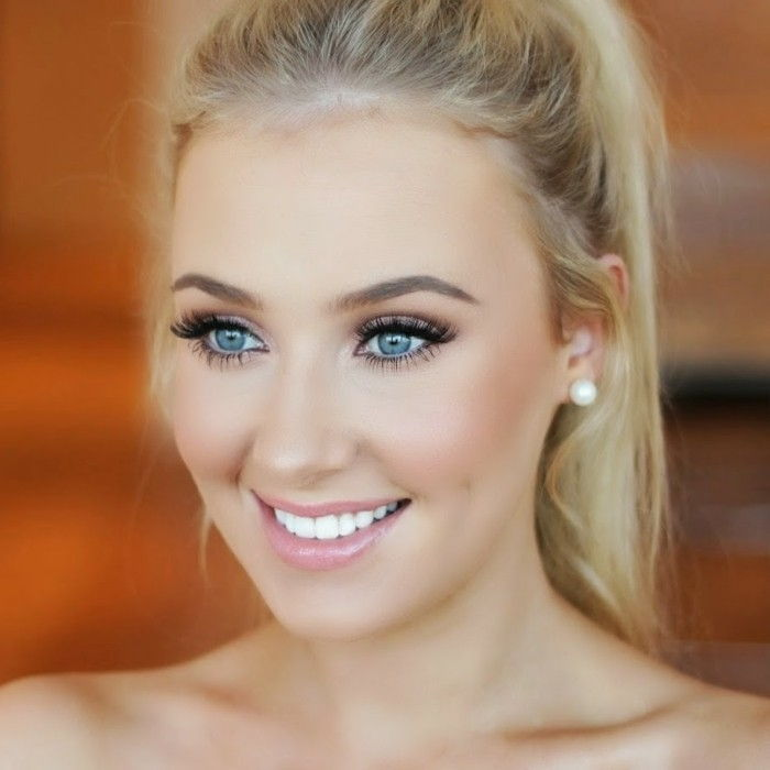 make-up tips-eye-radiant-look-beautiful-blonde-woman-with-blue-eyes-laecheln-subtle make-up