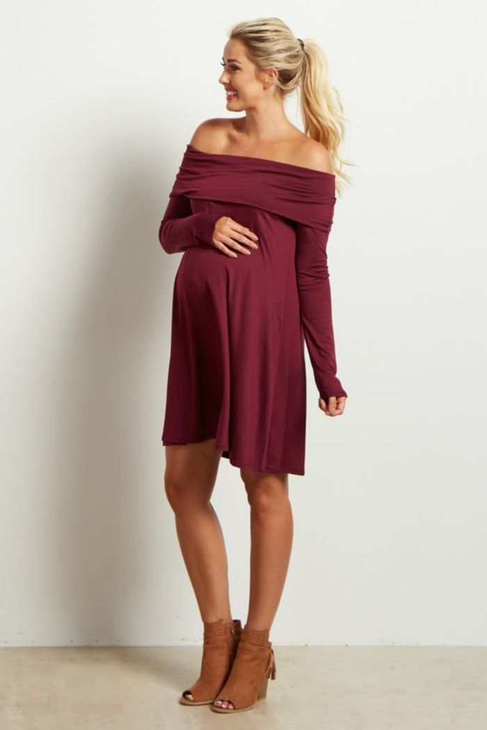Maternity dress in burgundy with bare shoulders, with long sleeves