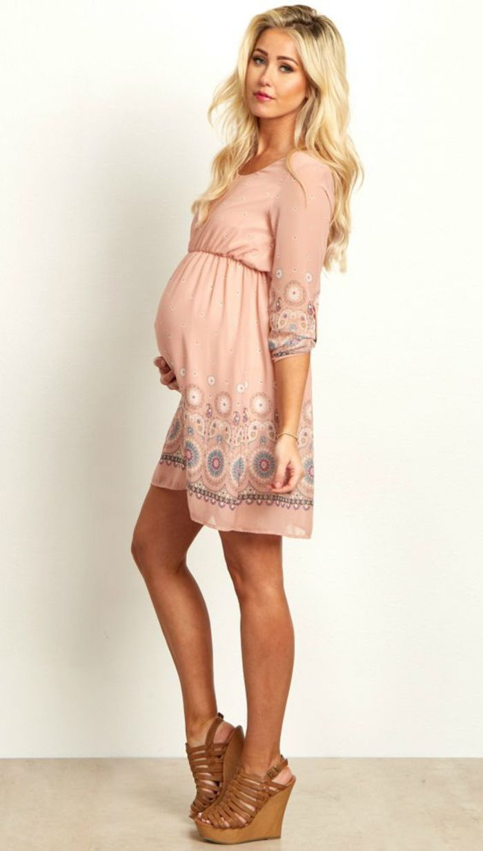 Maternity dress in pink, long sleeves, loose, sandals