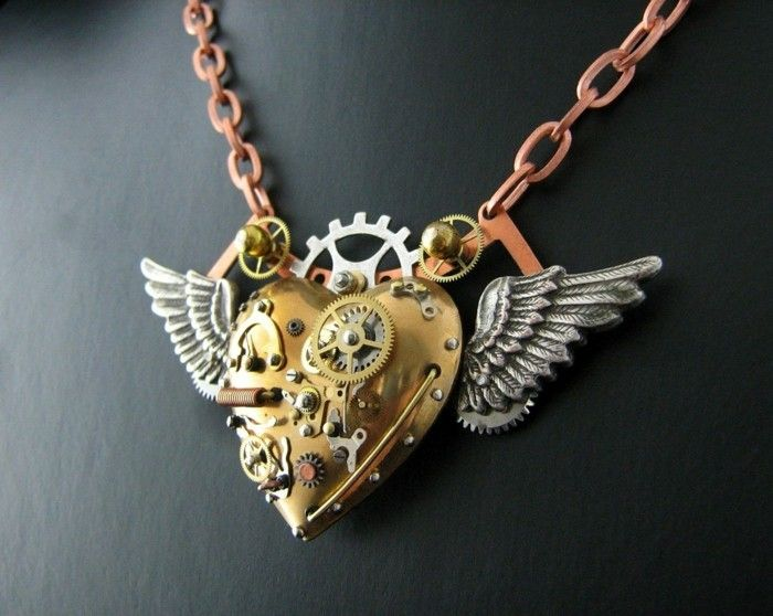steampunk-chain-with-hearts-and-steampunk-wing