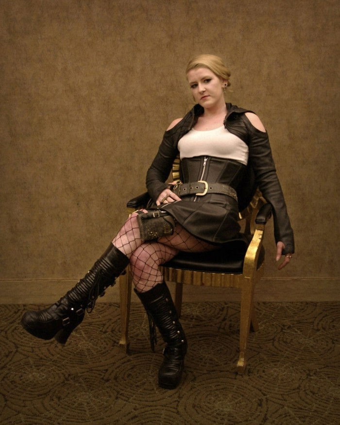 steampunk-clothes-for-women-black-tights-and-black-boots-in-leather
