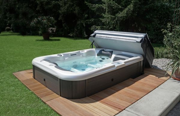 great-great-ideas-for-the-design-a-perfect-garden-with- - Jacuzzi