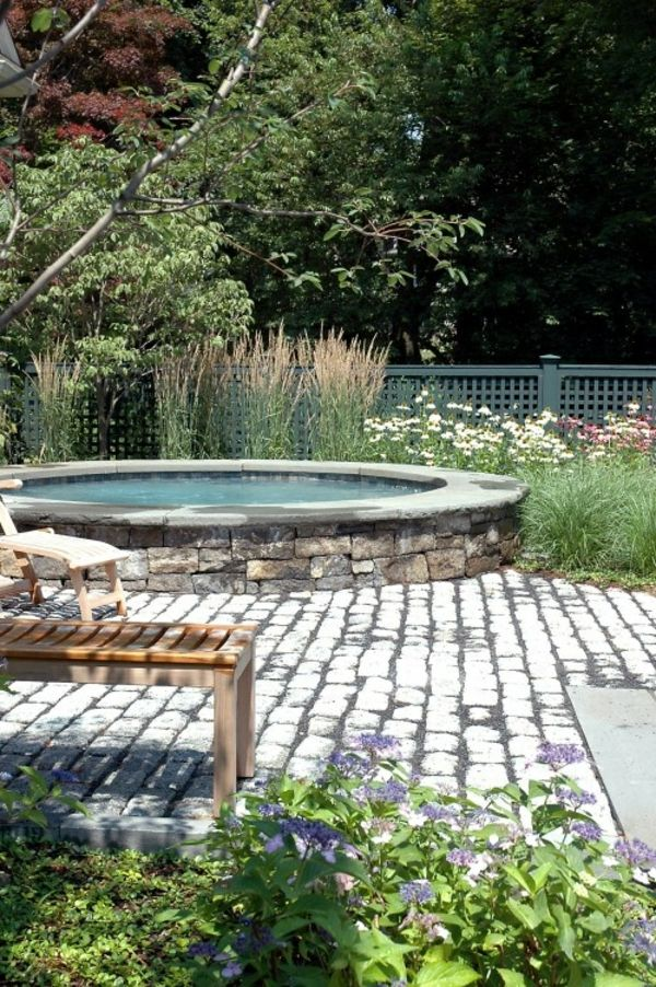 great ideas-for-the-design-a-perfect-garden-with-a-Jacuzzi-