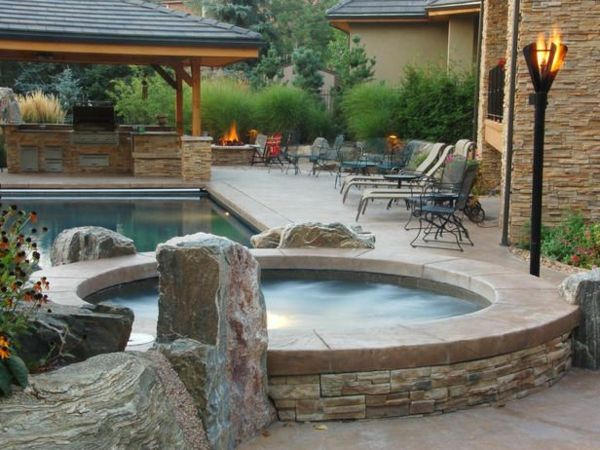 -great ideas-for-the-design-a-perfect-garden-with-a-Jacuzzi--