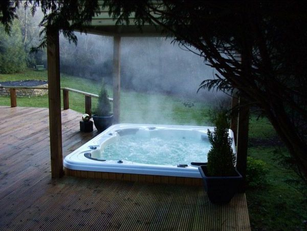 -great ideas-for-the-design-a-perfect-garden-with-a-Whirlpool--