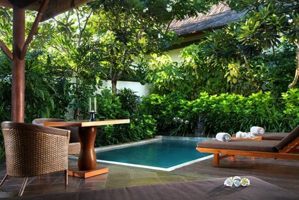 beautiful gardens-with-pool-and-palm-green