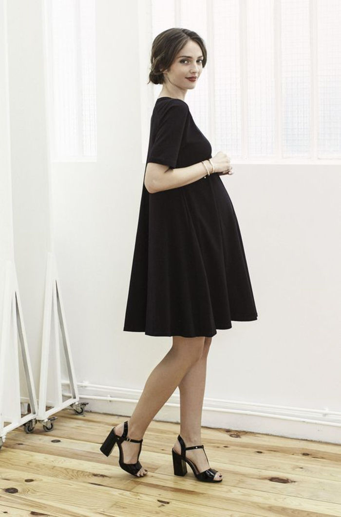 maternity wear, black dress, knee-length, black pumps