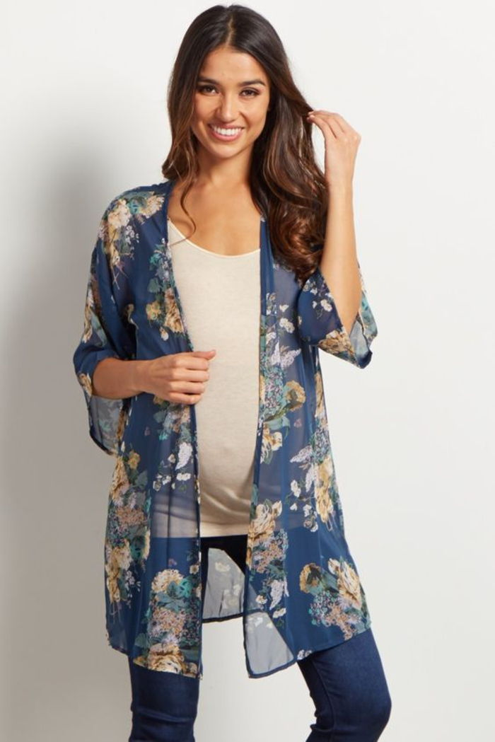maternity wear, top in white, cape with floral pattern, light, summer fashion