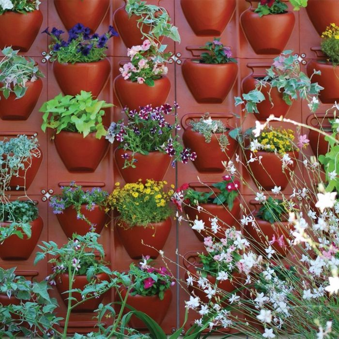 Plant wall to build yourself - red built-in flower pots made of plastic