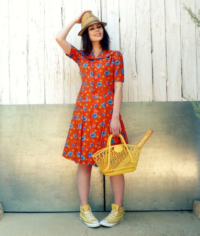 vintage-dresses-very-sweet-girl-with-a-hat