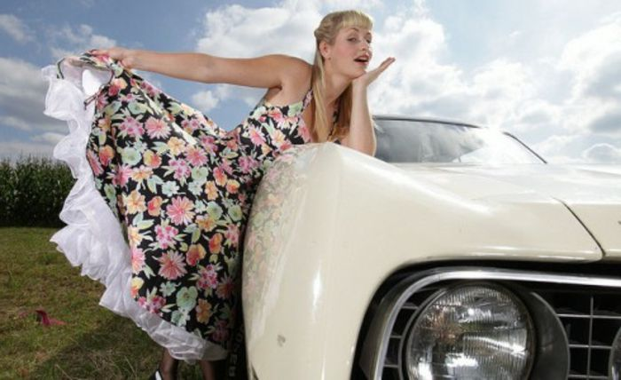 vintage-dress-super-look-woman-with-auto