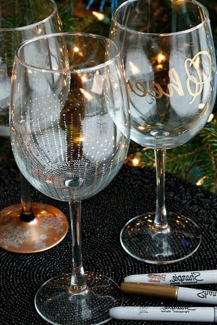 beautifully-decorated red wine glasses Stylish and gold decoration